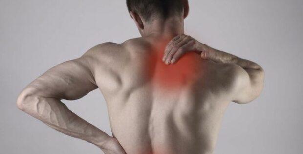 Yakin Sakit Punggung Hanya Dialami Lansia?